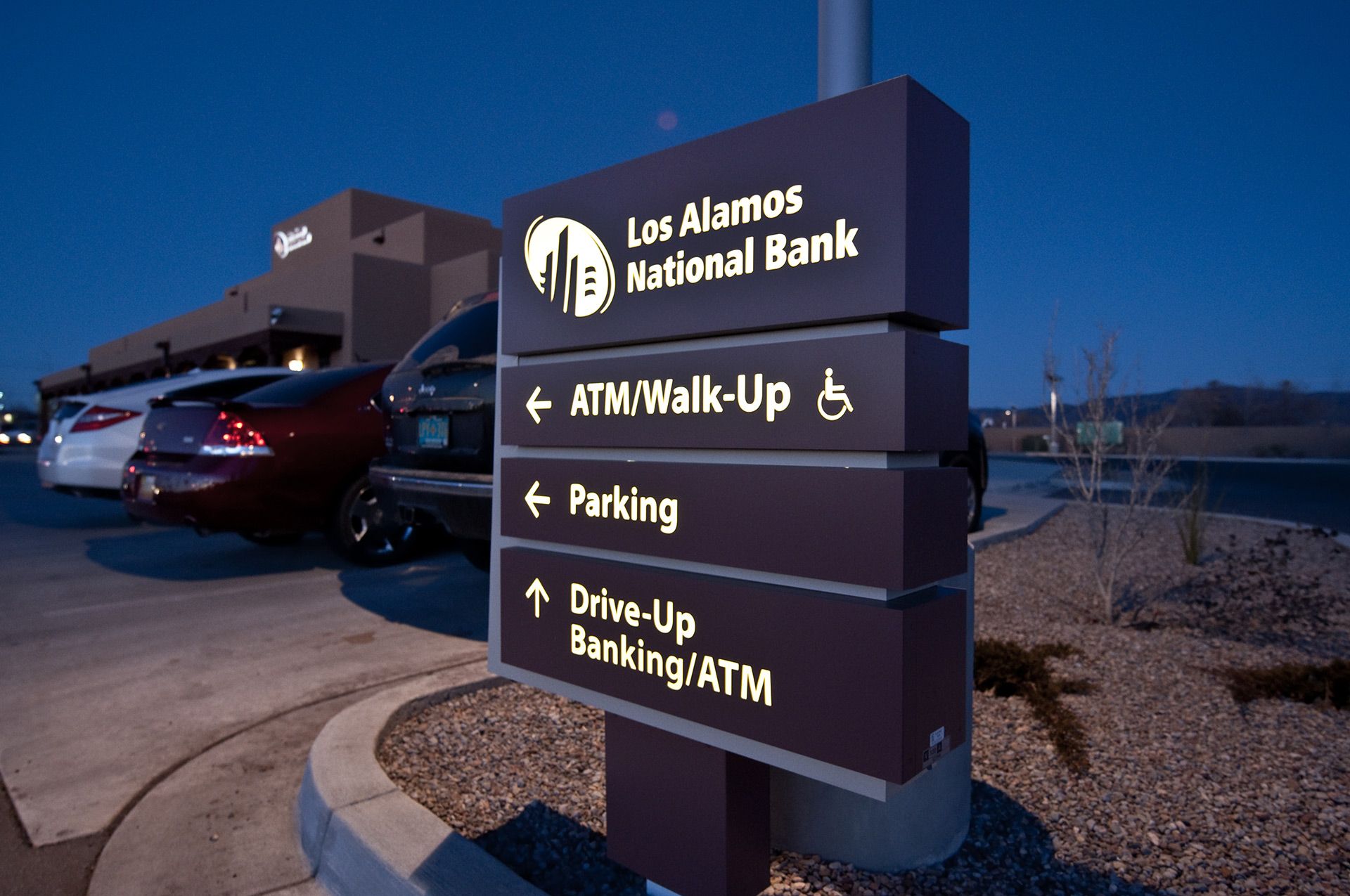 Los Alamos Bank - Exterior Wayfinding