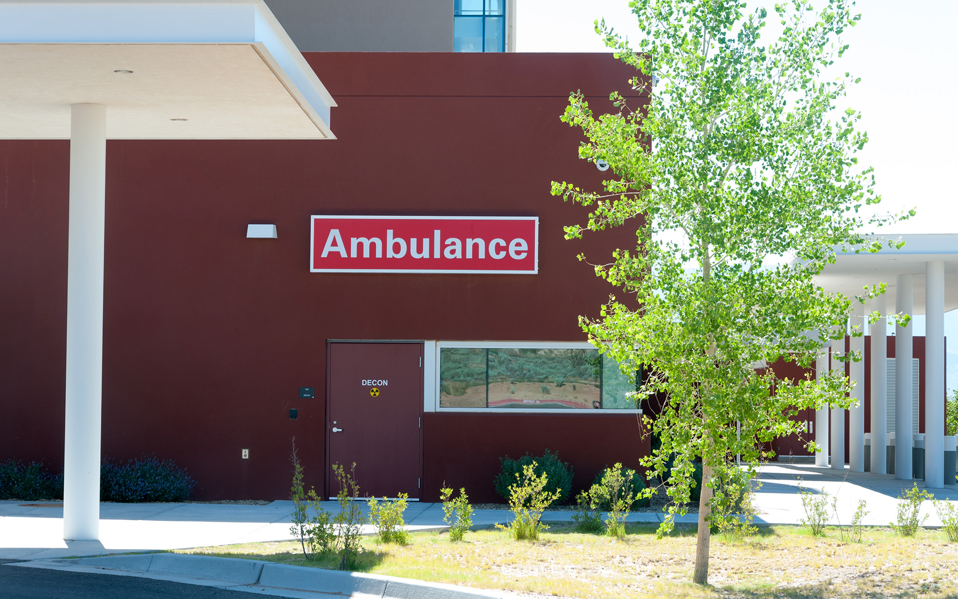UNM SRMC Custom Exterior LED Emergency